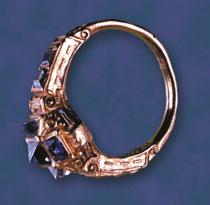 Fot. 2. Pierścień Izabeli Jagiellonki, własność prywatna, opracowany na podstawie fot. w: Princely Magnificence. Court Jewels of the Renaissance, 1500-1630, London 1981.