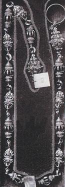 Fot. 8. Łańcuch z grobu królowej Konstancji (fragment III), opracowany na podstawie fot. archiwalnej w: Cenne, bezcenne, utracone. Katalog utraconych dzieł sztuki, Warszawa 2000.